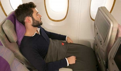 Emirates introduces sustainable blankets made from 100% recycled plastic bottles ( Video )