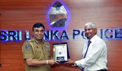 Ceylinco Life marks 30th anniversary with donations to Sri Lanka Police