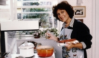 Facebook group set up to get Lynda Bellingham Oxo ad to air at Christmas