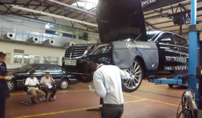 Daimler Technical Specialist in Sri Lanka carries out Technical inspection on Mercedes-Benz S-Class Limousines